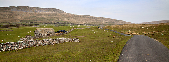 © sam oakes photography - Field barn on farmland and Whernside
